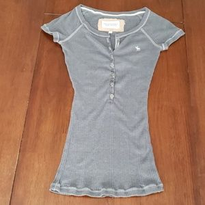Abercrombie & Fitch Buttoned Gray Short Sleeve Top